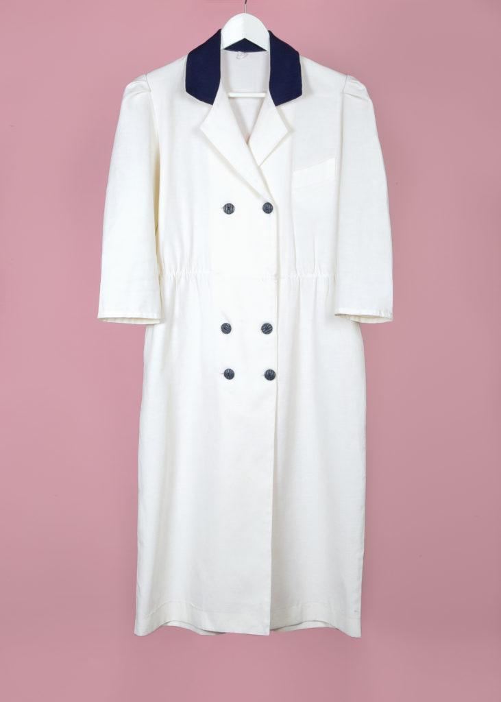 Robe blanche cassé